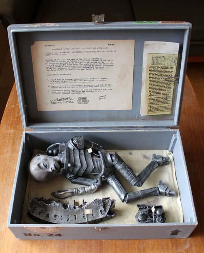 ritrovato corpo alieno intatto