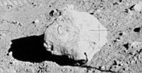 roccia con il segno della c