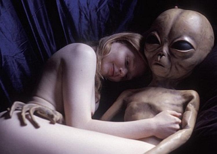 10 persone che hanno avuto rapporti sessuali con gli alieni