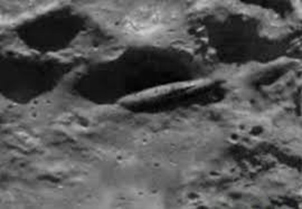 nave aliena nel cratere