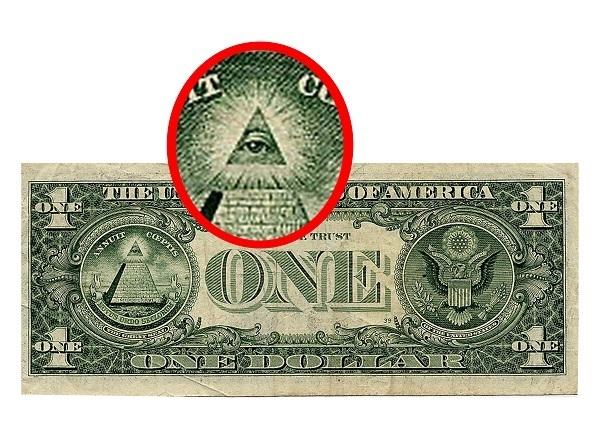 L' Occhio di Horus rielaborato ed inserito all' interno della punta della Piramide stampata sul retro del dollaro Americano
