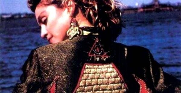 Madonna in una scena del film Desparetely seeking Susan