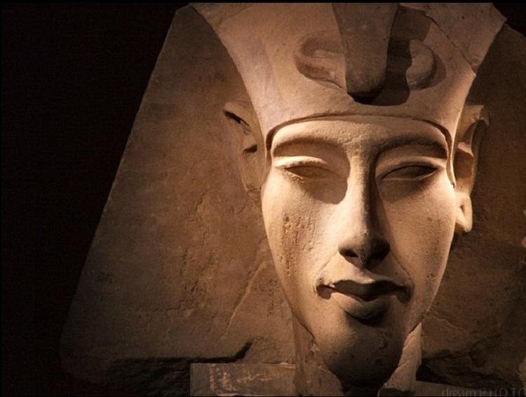 Akhenaton il faraone che sfid gli dei ufo e alieni for Posso ottenere un mutuo solo sulla terra
