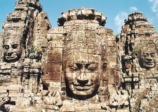Faccia delle torri raffiguranti Bodhisattva Avalokiteshvara tempio Bayon