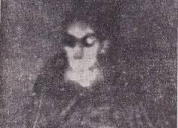 alieno fotografato in un UFO in Italia.