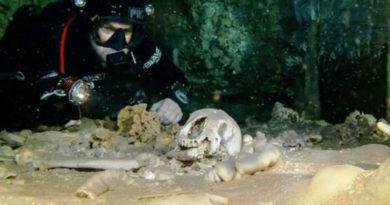 Manufatti Maya e resti umani trovati nella più grande caverna sottomarina in Messico