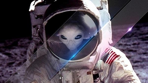 alieni sulla luna