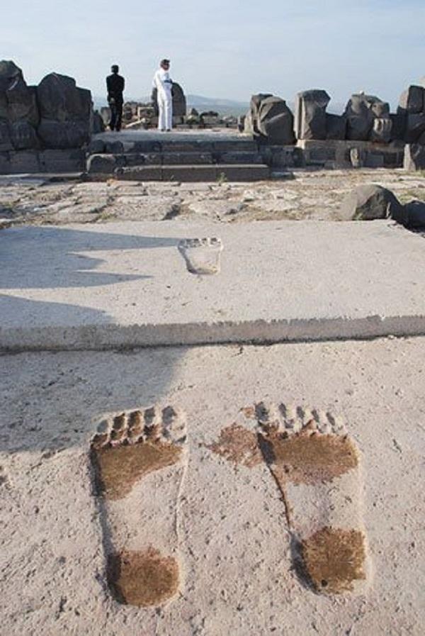 3 impronte giganti del tempio di ain dara