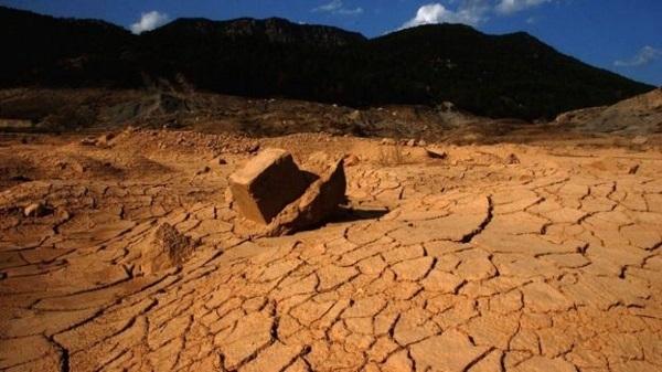 terra arida cambiamenti climatici