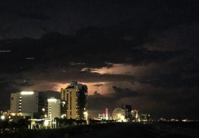 UFO su Myrtle Beach? Video cattura luci misteriose sulla località turistica