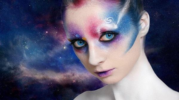 alieno occhi blu