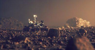 Il rover Curiosity della Nasa ha trovato uno strano oggetto metallico su Marte