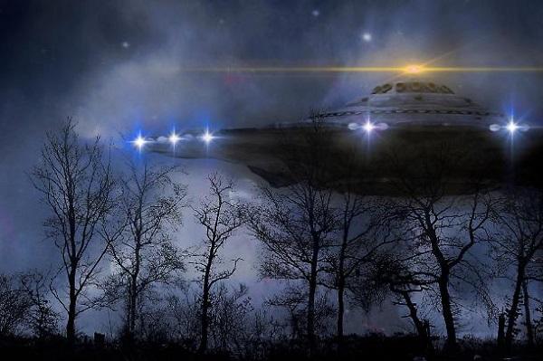 alieni che visitano la terra