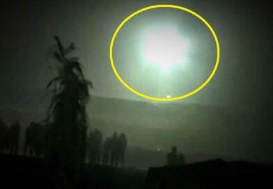 """UFO """"lancia lampi di luce"""" di fronte a centinaia di persone in Perù (Video)"""