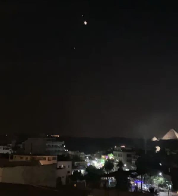 ufo sulla piramide di giza 2